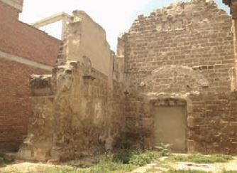 Imatge amb més zoom de l'estat de les ruïnes abans de la intervenció.